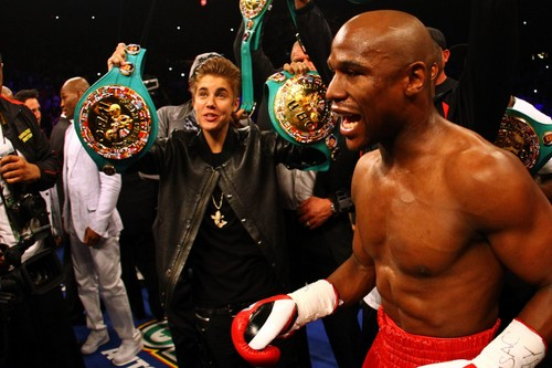 Justin Bieber and 50 Cent at Mayweather vs Cotto Fight