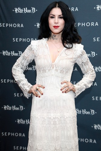 Kat Von D's First Solo Art hiển thị 'New American Beauty' in N.Y. 2012