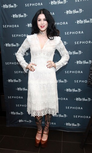 Kat Von D's First Solo Art mostra 'New American Beauty' in N.Y. 2012
