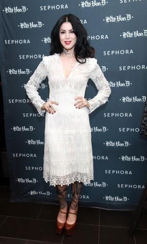 Kat Von D's First Solo Art montrer 'New American Beauty' in N.Y. 2012