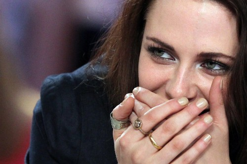 Kristen Stewart on Le Grand Journal, 09-05-2012
