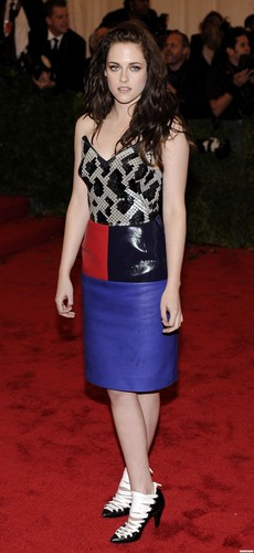 Kristen at the &#39;MET Annual Costume Institute Gala&#39; in New York. {7th May 2012} - kristen-stewart Photo