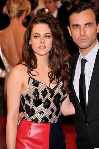 Kristen at the 'MET Annual Costume Institute Gala' in New York. {7th May 2012}