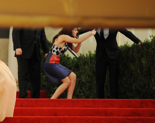 Kristen falling @ MET Gala, 2012 - kristen-stewart Photo