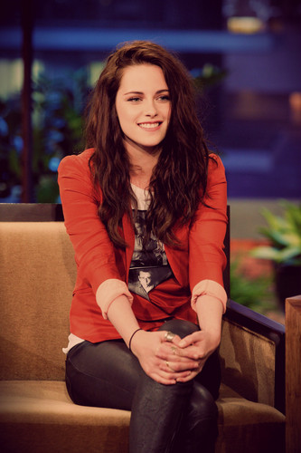 Kristen on jay Leno, 04-05-2012 (color)