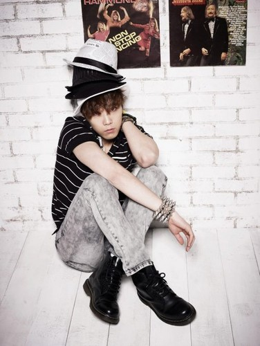 FT ISLAND (에프티 아일랜드) wallpaper probably with a sign, a fedora, and a boater titled LITMUS (Summer) 2012