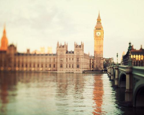 Beautiful Pictures wallpaper possibly with a kremlin and a redbrick university entitled LONDON ▲