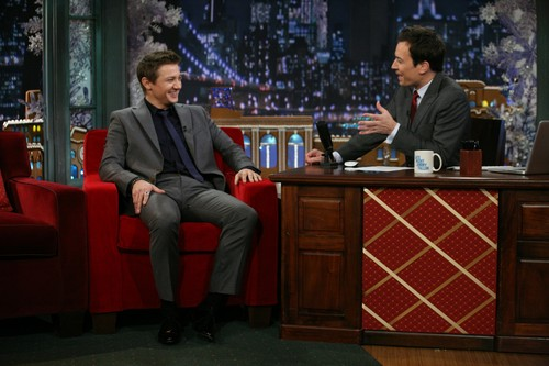 Jeremy Renner wallpaper containing a business suit called Late Night With Jimmy Fallon(2011)