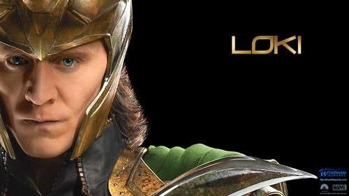 Os Vingadores wallpaper probably containing a surcoat, sobretudo and a tabardo, tabard called Loki