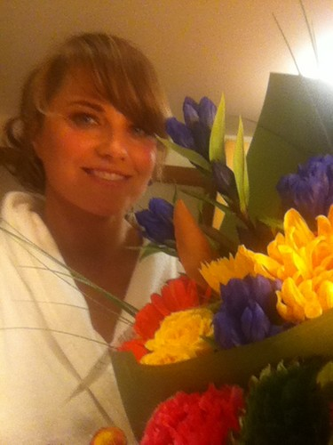 Lucy Lawless wallpaper with a bouquet entitled Lucy twitter photo, Feb. 18