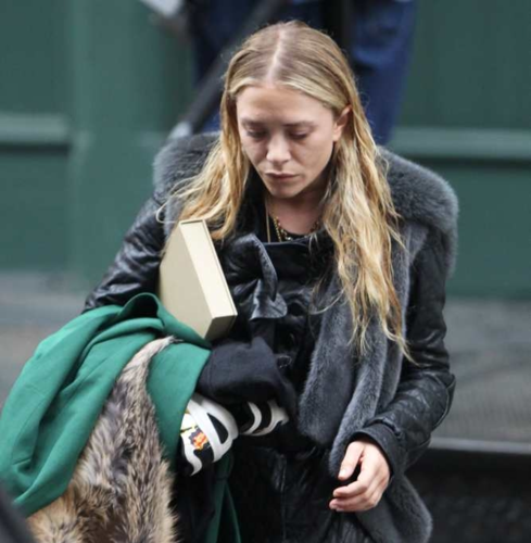 Mary-Kate & Ashley - Out and about in New York City, May 05, 2012