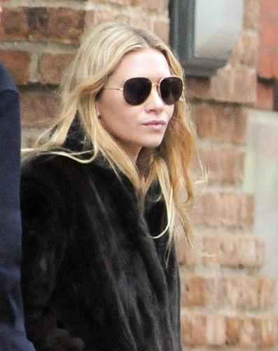 Mary-Kate & Ashley - Out together in New York City, January 12, 2012 - mary-kate-and-ashley-olsen Photo
