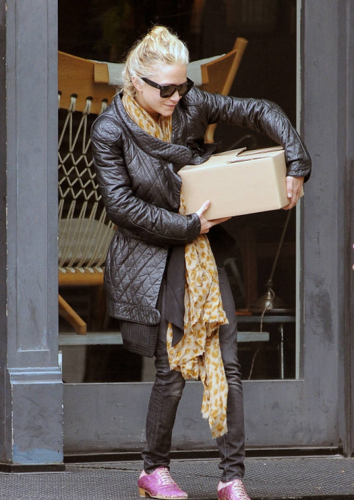 Mary-Kate - Coming out of a Lamp Store in New York City, May 04, 2012