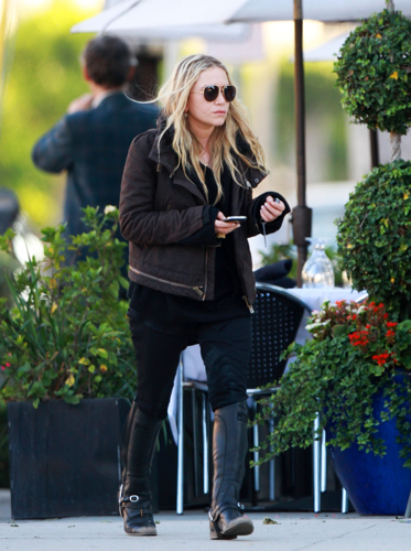 Mary-Kate - Leaves the Petrossian Cafe in West Hollywood, November 25. 2011