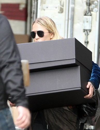 Mary-Kate - Leaving her office in Chelsea, April 10, 2012