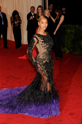 Metropolitan Museum of Art Costume Institute Gala in New York City [7 May 2012] - beyonce Photo