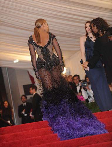Beyonce wallpaper entitled Metropolitan Museum of Art Costume Institute Gala in New York City [7 May 2012]