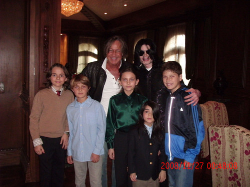 Michael Jackson with his kids Prince, Paris and Blanket in 2008