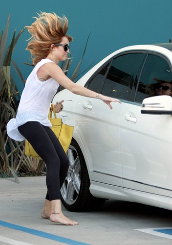 Miley Cyrus Barefoot 2012