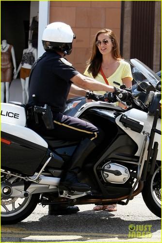 Minka Kelly & Police Officer: Beverly Hills Chat
