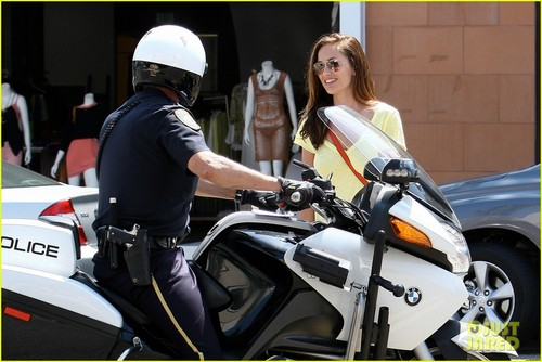 Minka Kelly & Police Officer: Beverly Hills Chat