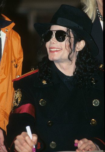 OOOOOOH MY GOD MICHAEL YOU TAKE MY BREATH AWAY YOU SEXY SEXY MAN!!!!!!