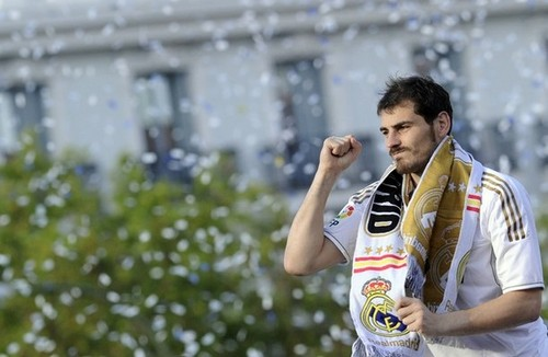 Real Madrid Players Celebrating 32 Ligas