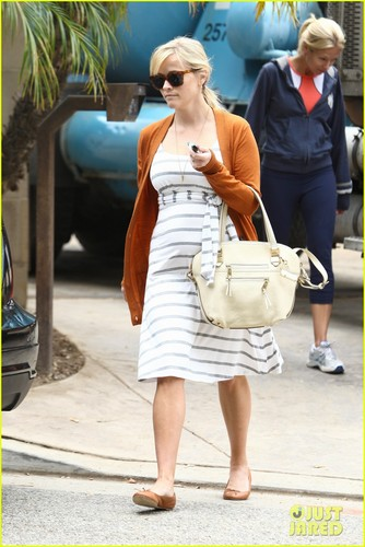 Reese Witherspoon Shows Her Baby Bump Stripes