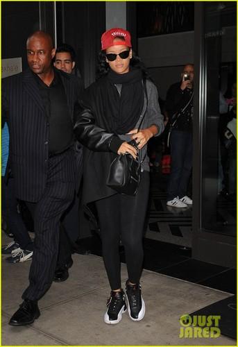 Rihanna: 'Saturday Night Live' Tonight!