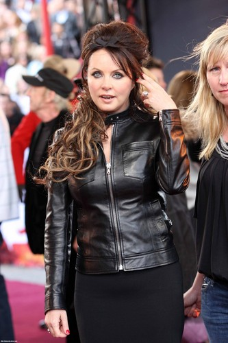 sarah brightman fondo de pantalla probably containing a hip boot, a business suit, and a well dressed person called Sarah Brightman