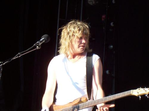 Rick Savage wallpaper containing a concert and a guitarist entitled Sav