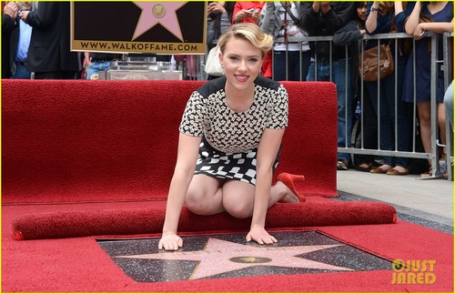 Scarlett Johansson: star, sterne on Hollywood Walk of Fame!