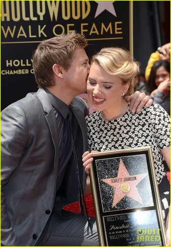 Scarlett Johansson: سٹار, ستارہ on Hollywood Walk of Fame!
