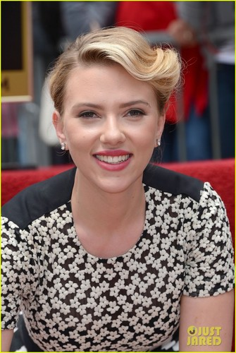 Scarlett Johansson: 星, つ星 on Hollywood Walk of Fame!