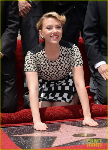 Scarlett Johansson: bintang on Hollywood Walk of Fame!