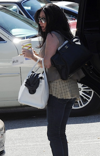 Shannen - Out & About in Malibu, October 08, 2011