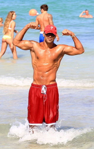 Shemar Moore Flexes at the Beach