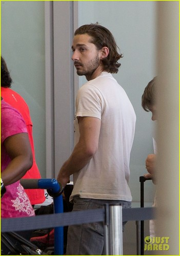 Shia LaBeouf - shia-labeouf Photo