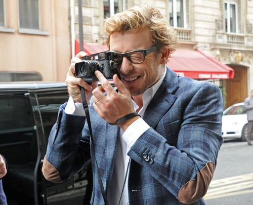 Simon Baker karatasi la kupamba ukuta probably with a business suit titled Simon Baker in Paris, May 2012