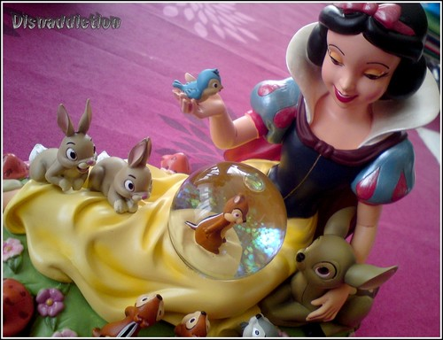 Snow White Snowglobe