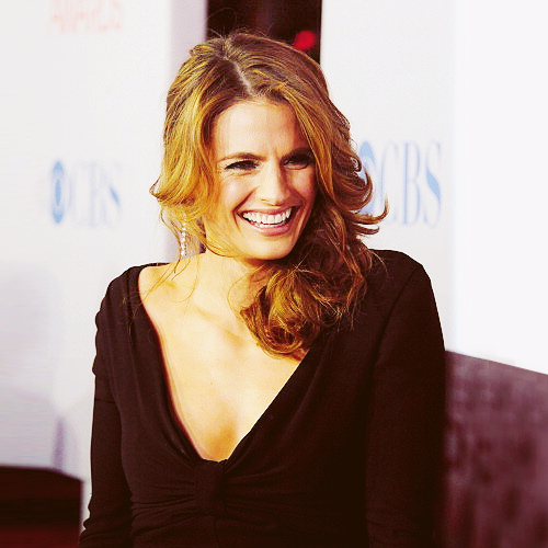 замок Обои probably with a portrait titled Stana Katic <333