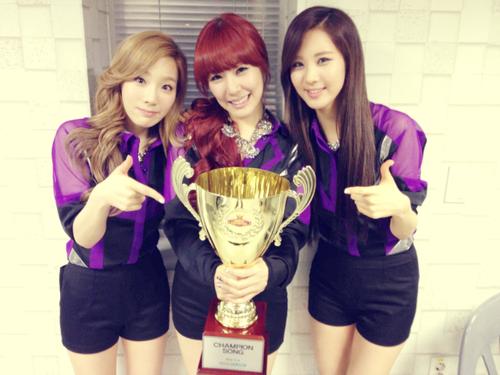 Taeyeon Tiffany Seohyun @ MBC onyesha Champion Selca