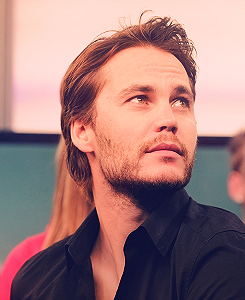 Taylor Kitsch in New música Live