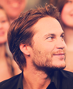 Taylor Kitsch in New Music Live