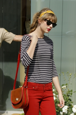 Taylor Shopping At Neil Lane Jewelry - taylor-swift Photo