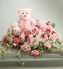 Stuffed Animals wallpaper with a bouquet, a damask rose, and a cupcake called Teddy bear with gift pack