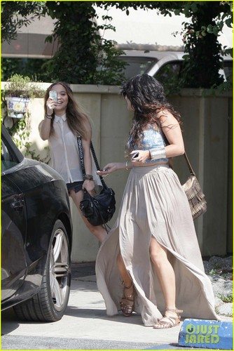 Vanessa Hudgens: Lunchtime Laughs - vanessa-hudgens Photo