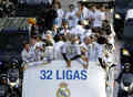 Xabi Celebrating Real Madrid's 32 Ligas - xabi-alonso photo