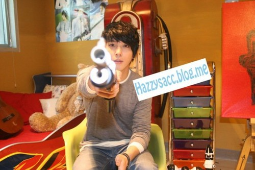 "YONGHWA""THE DANDY LOOK"""