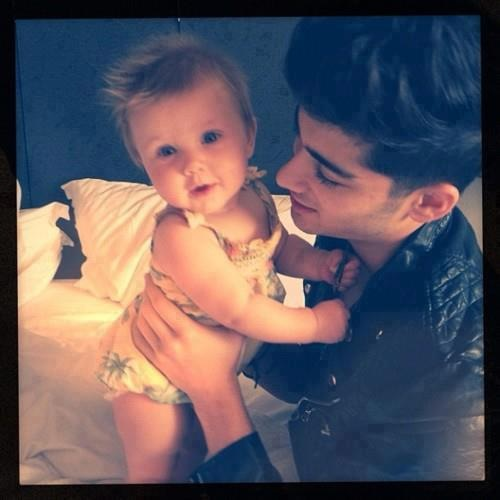 Zayn Malik wallpaper probably with a neonate titled Zayn and Baby Lux♥